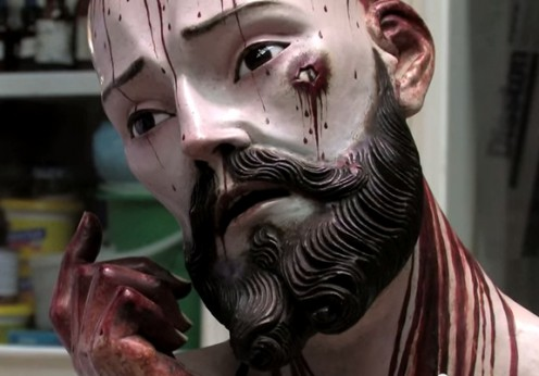 Jesus-Christ-statue-with-human-teeth
