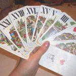 Tarockkarten_in_der_Hand_eines_Spielers