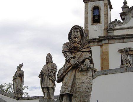 450px-Congonhas_sanctuary_of_Bom_Jesus_statues_1