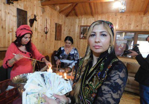 tamaduitoarea Sunita cu cartile