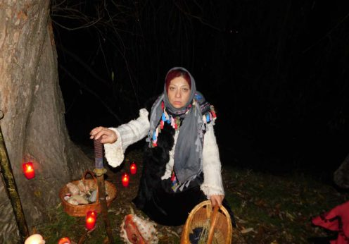 vrajitoarea Ioana Sidonia la ritual de noapte