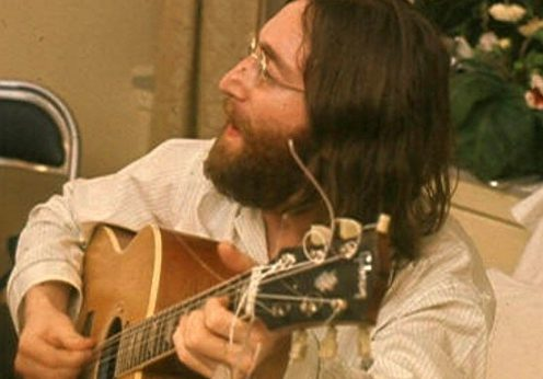 John_Lennon_rehearses_Give_Peace_A_Chance_cropped