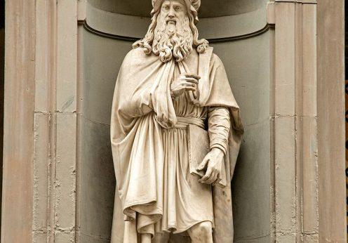 Statue_of_Leonardo_DaVinci_in_Uffizi_Alley,_Florence,_Italy
