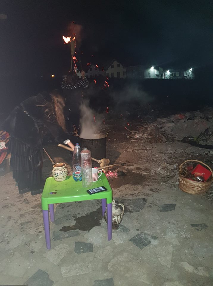 Vrajitoarea Brandusa la ritual de noapte