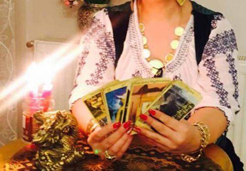 Vrăjitoarea Vanessa prezinta cartile sale