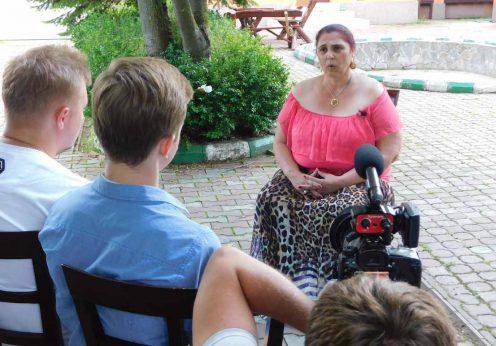 vrajitoarea Aurelia Ardeleanca in interviu cu rusii din Moscova
