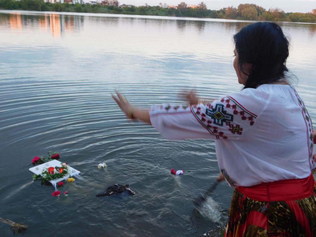 vrajitoarea Sofia in ritual la balta 5n