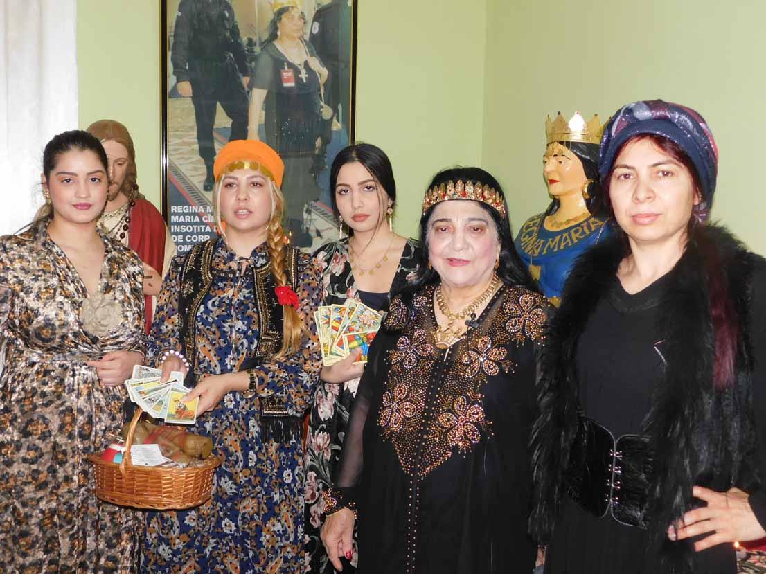 Maria Campina, regina Magiei Albe din Romania la ritual cu fiicele ei